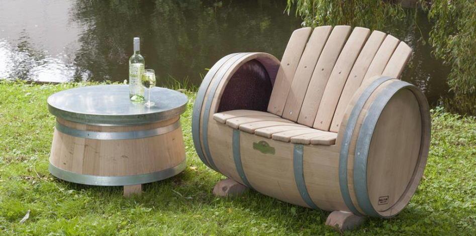 Wijnvat stoel en tafel van Barrel Atelier